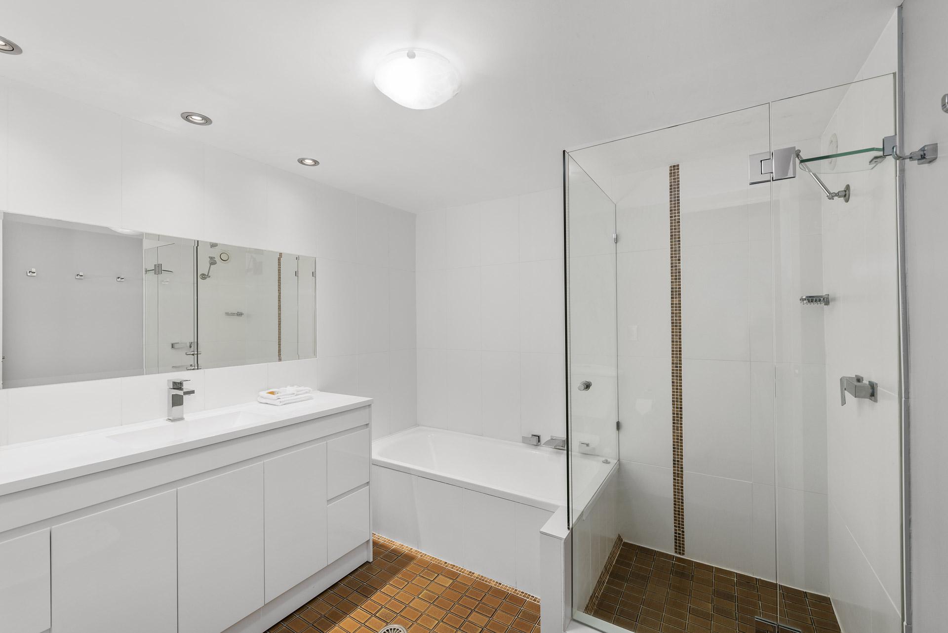 2-bedroom-premium-ocean-view-apartments-1203-10